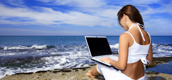 laptop-beach-girl-wireless